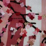 cicekli-agac-desenli-pembe-beyaz-renk-kiz-bebek-battaniyesi-modeli-kopyala
