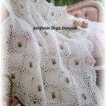 cicek-islemeli-beyaz-bebek-battaniyesi-kopyala