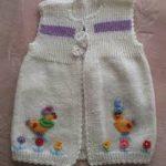 en şirin örgü bebek yelekleri (21)
