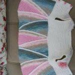 en şirin örgü bebek yelekleri (31)
