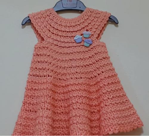 yakadan başlanan tığ işi bebek elbise modeli.png2