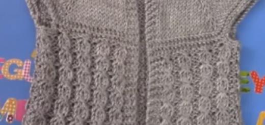 gri renkli yakadan başlanan bebek yeleği yapımı