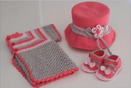 kız çocuklar için tığ yelek patik ve şapka takımı.png3
