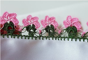 yan yana çiçekler tığ oyası yapımı