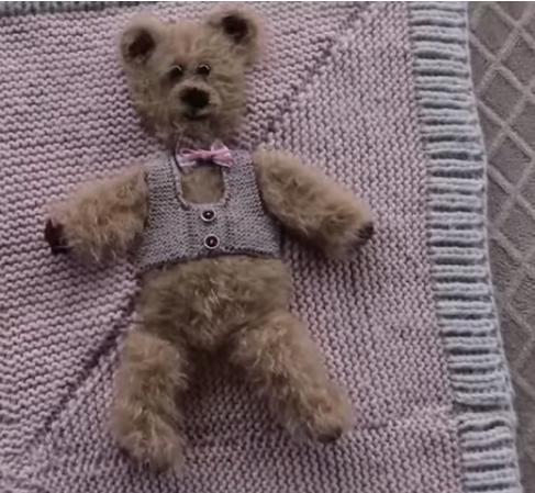 ayıcıklı bebek battaniyesi yapımı.png3