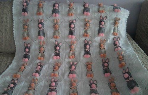 tığ işi tavşanlı bebek battaniyesi modeli (2)