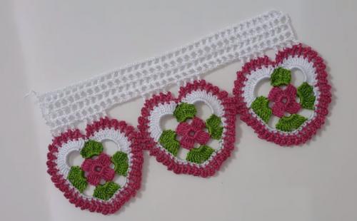 renkli motfili dantel havlu kenarı modeli